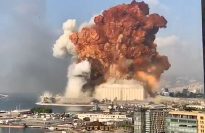 A building explodes in Beirut
