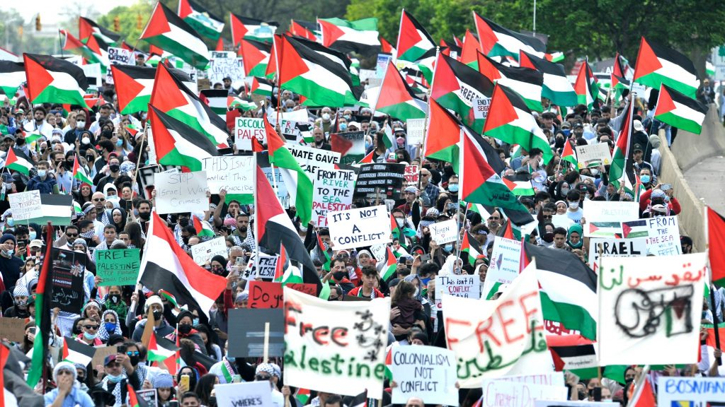 A crowd of protesters in Dearborn, Michigan protest Biden's visit, they hold Palestinian flags