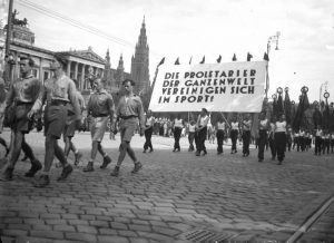 A black and white photo of the opening march of the 1931 Workers' Olympiad