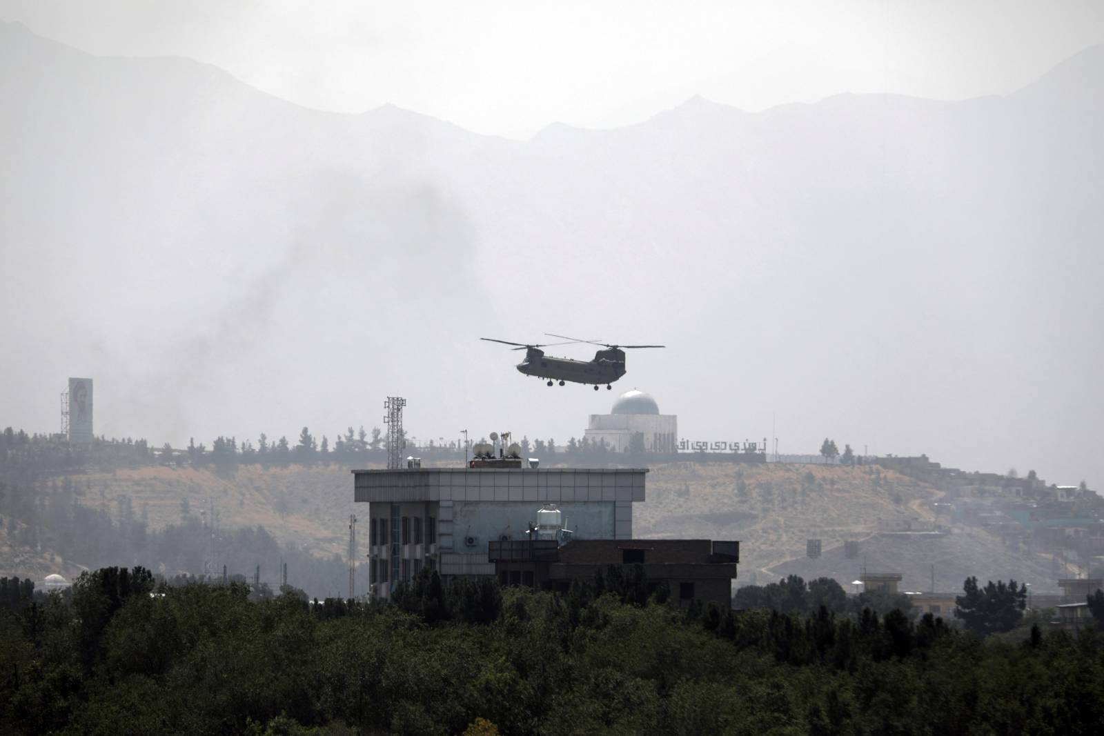 A U.S. Chinook helicopter flies over the U.S. Embassy in Kabul, Afghanistan, Sunday, Aug. 15, 2021.