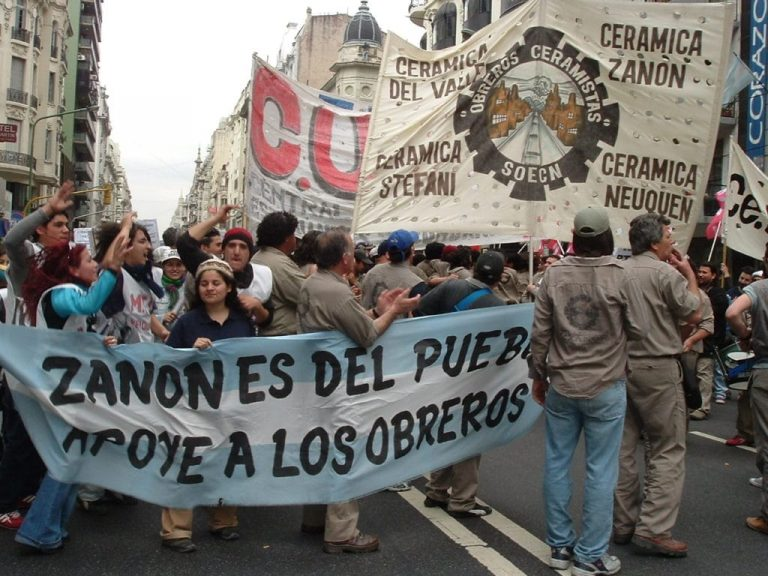 Marchers in Neuquen, Argentina carry a banner that demands the Zanon factory under worker control.